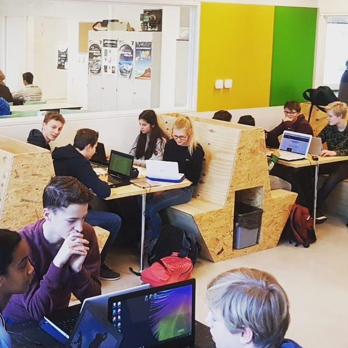 Projectinterieur treinzitjes Gerrit Rietveld College