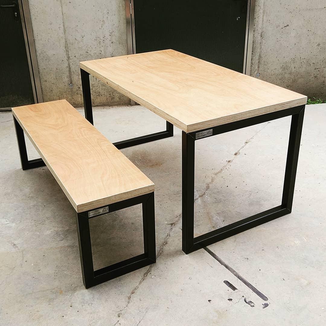 O-Frame stalen tafel met bijpassende bank